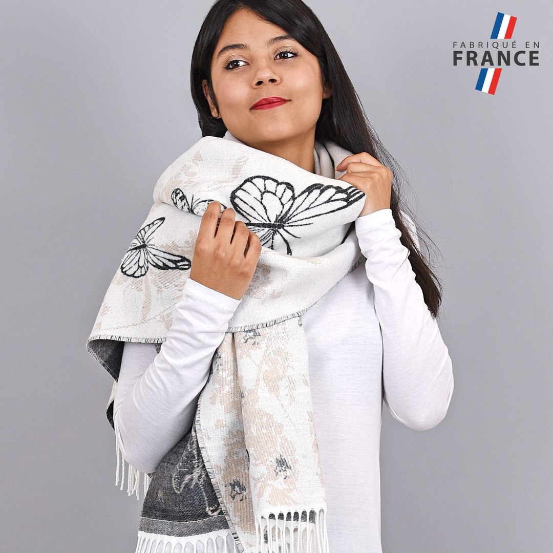 AT-03949-VF16-1-FR-chale-hiver-blanc-papillons