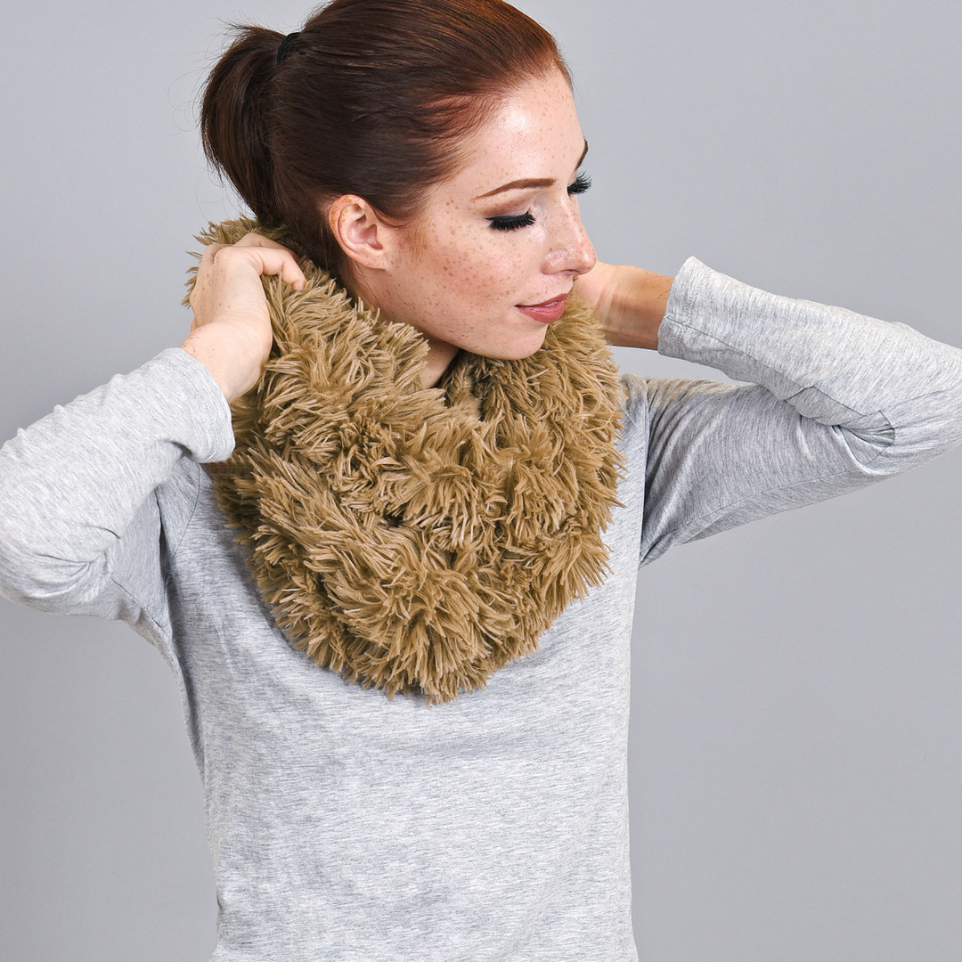 2bd76aba536 Snood taupe touché peluche