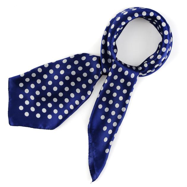 AT-03852-bleu-carre-soie-a-pois-marine-F16
