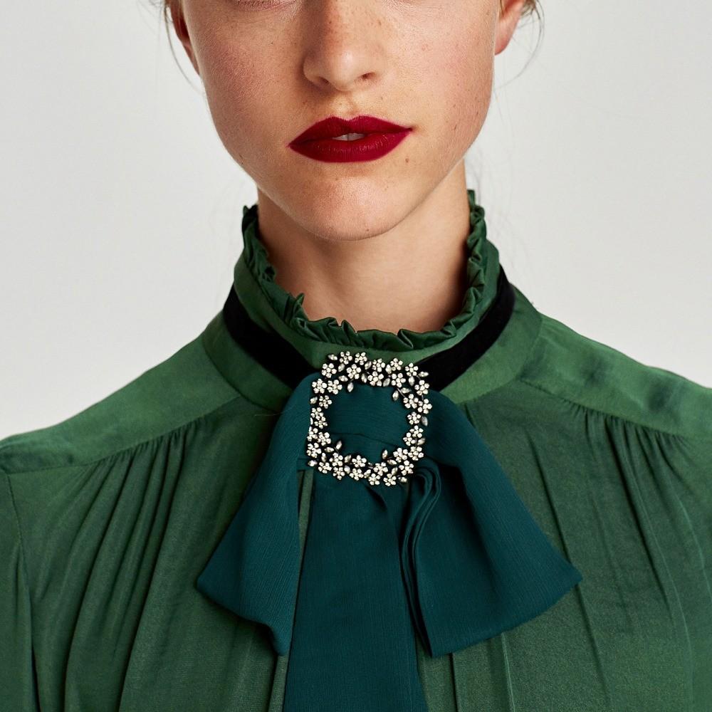 Broche de Col Cravate Bijou Différents Coloris