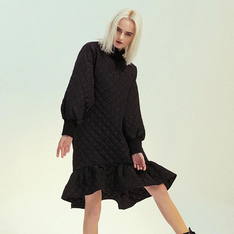 Robe Noire Matelassée à Manches Lanternes PAREY