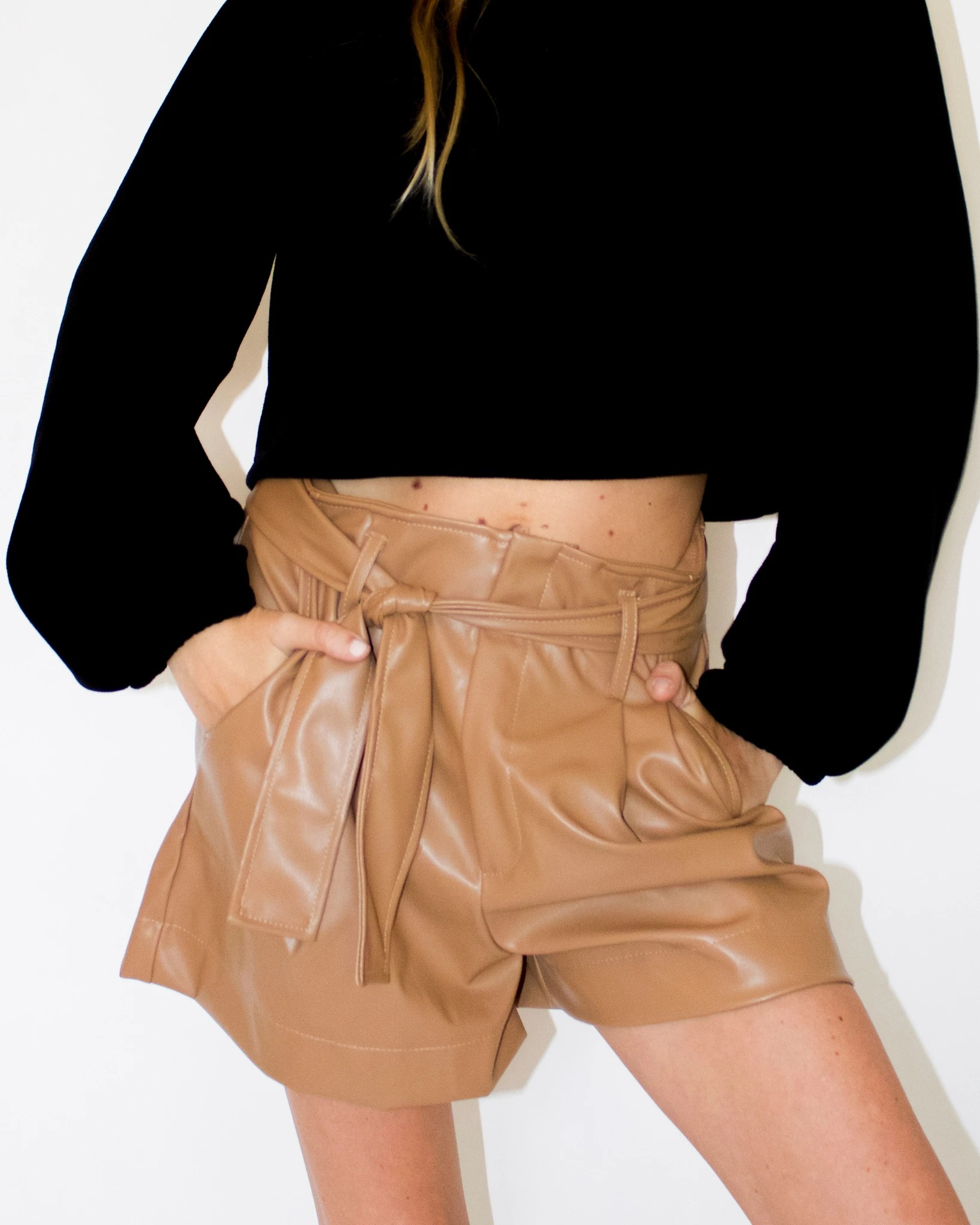 Short Loose Simili Cuir Ceinturé Camel ENOUGH