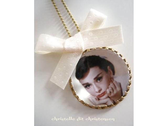 Collier Camée Audrey Hepburn Blanc