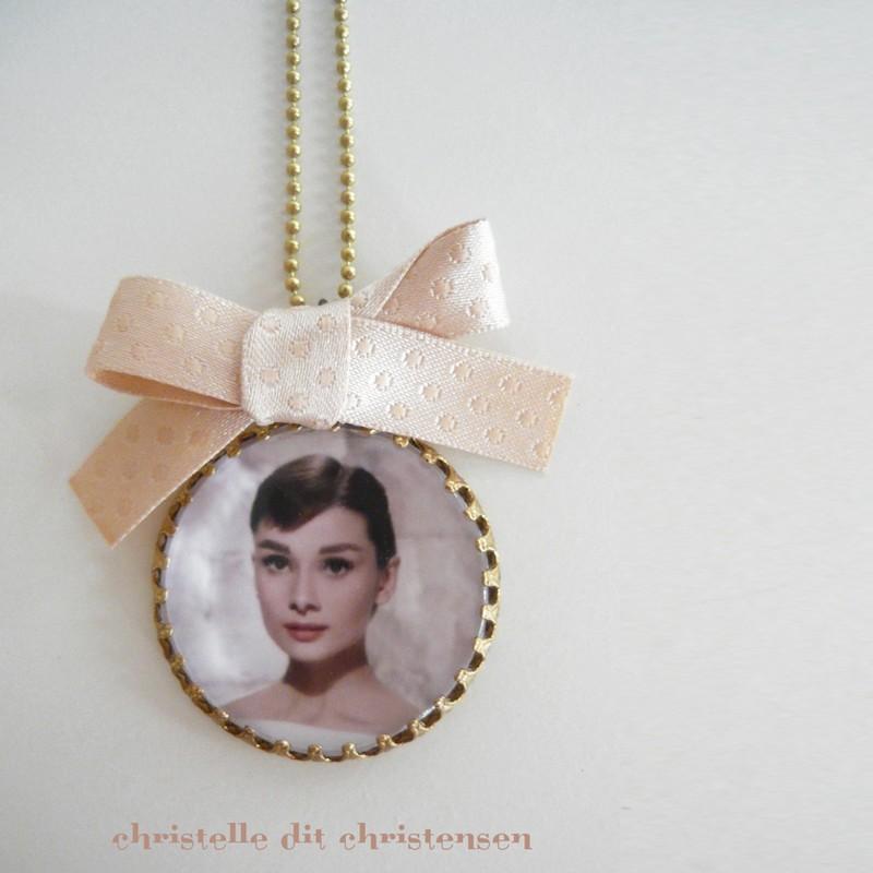 Collier Camée Audrey Hepburn Beige