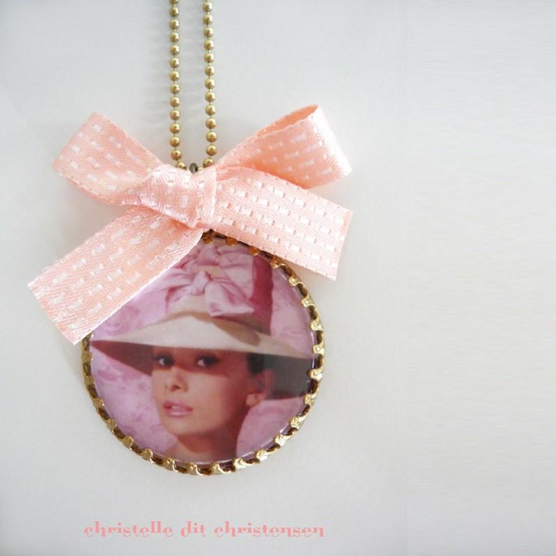 Collier Camée Audrey Hepburn Rose