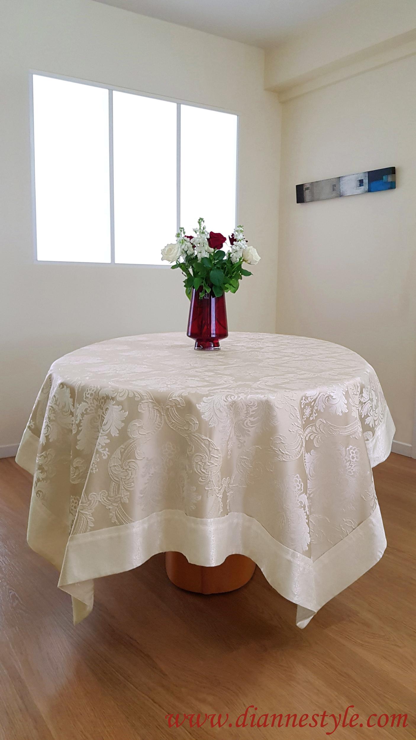 Nappe de table damassée beige Prestige 150x200 cm. Réf. 129