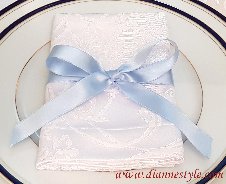 Lot de 4 nœuds de serviettes. Coloris bleu ciel. Réf. 154
