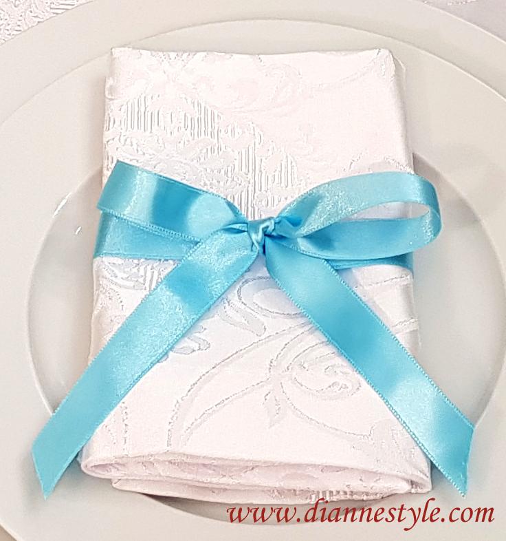 lot de 4 nœuds de serviettes. Coloris bleu glace. Réf. 155