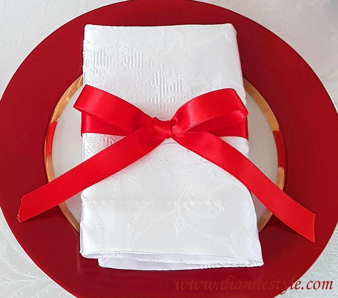 Lot de 4 nœuds de serviettes. Coloris rouge. Réf. 159