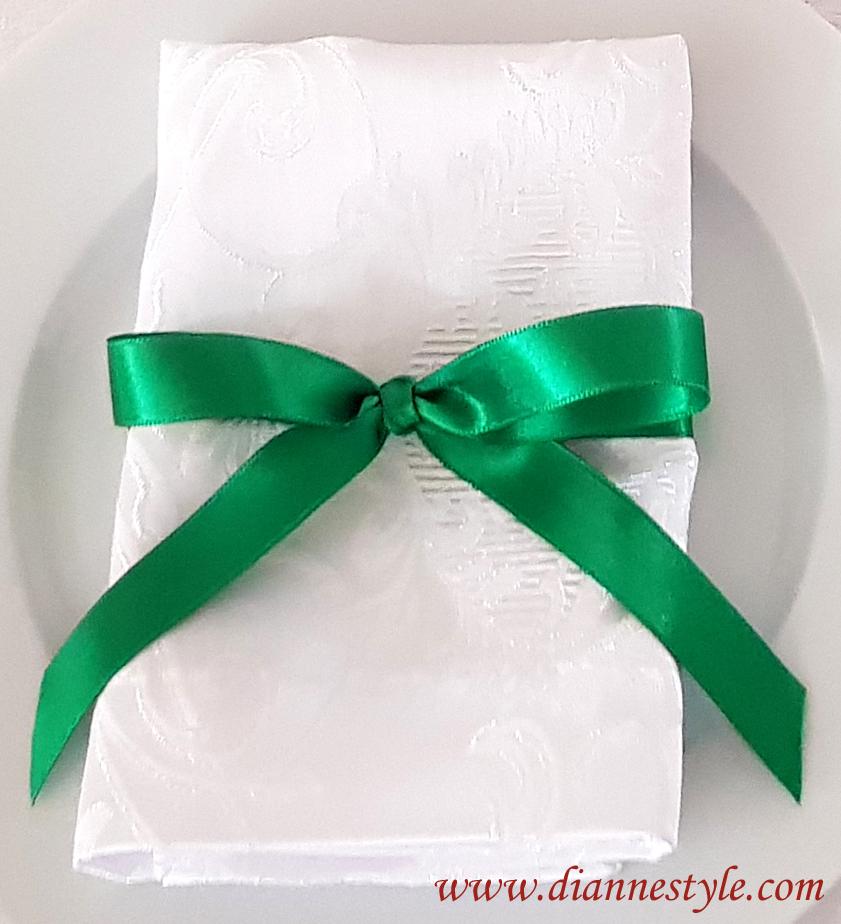 Lot de 4 nœuds de serviettes. Coloris vert sapin. Réf. 160