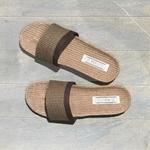 Claquettes de plage Les Mauricettes pour homme marron lin et coton tendance