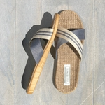 Les claquettes Mauricettes pour homme gris écru légères pour voyage et plage