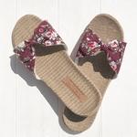 Les Mauricettes sandalettes en toile fleurie, légères en lin