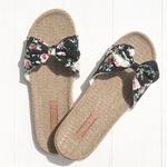 Les Mauricettes claquettes fleurs légères plage et voyage