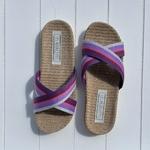 Les Mauricettes de Ninon, claquettes de plage et pantoufles légères couleur violette