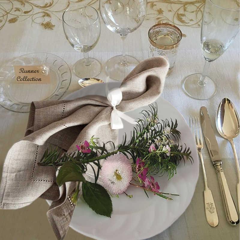 Idée de décoration de mariage avec une serviette de table en lin gris