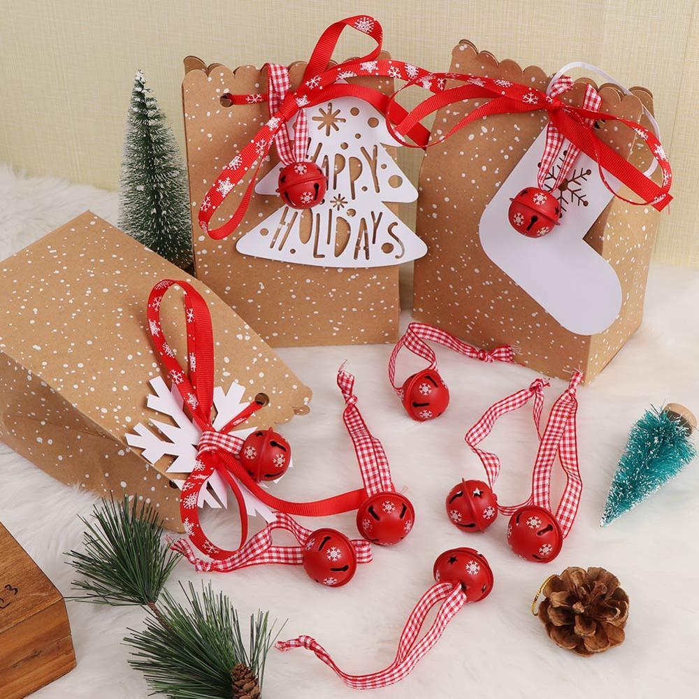 Décoration de Noël avec des grelots rouges
