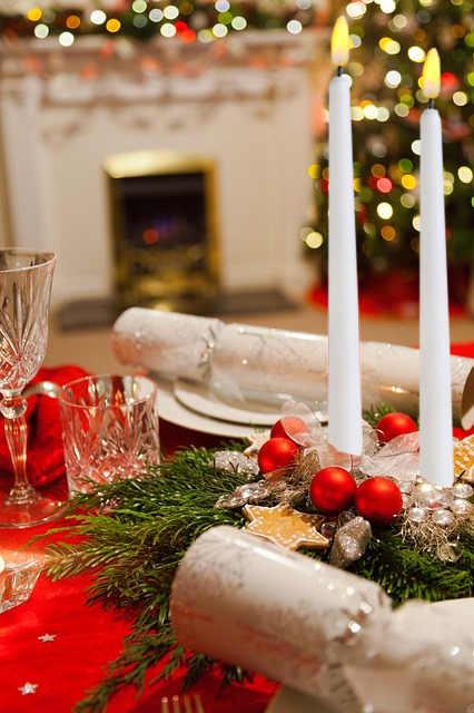 comment réaliser un centre de table de Noël avec des chandelles électriques à piles