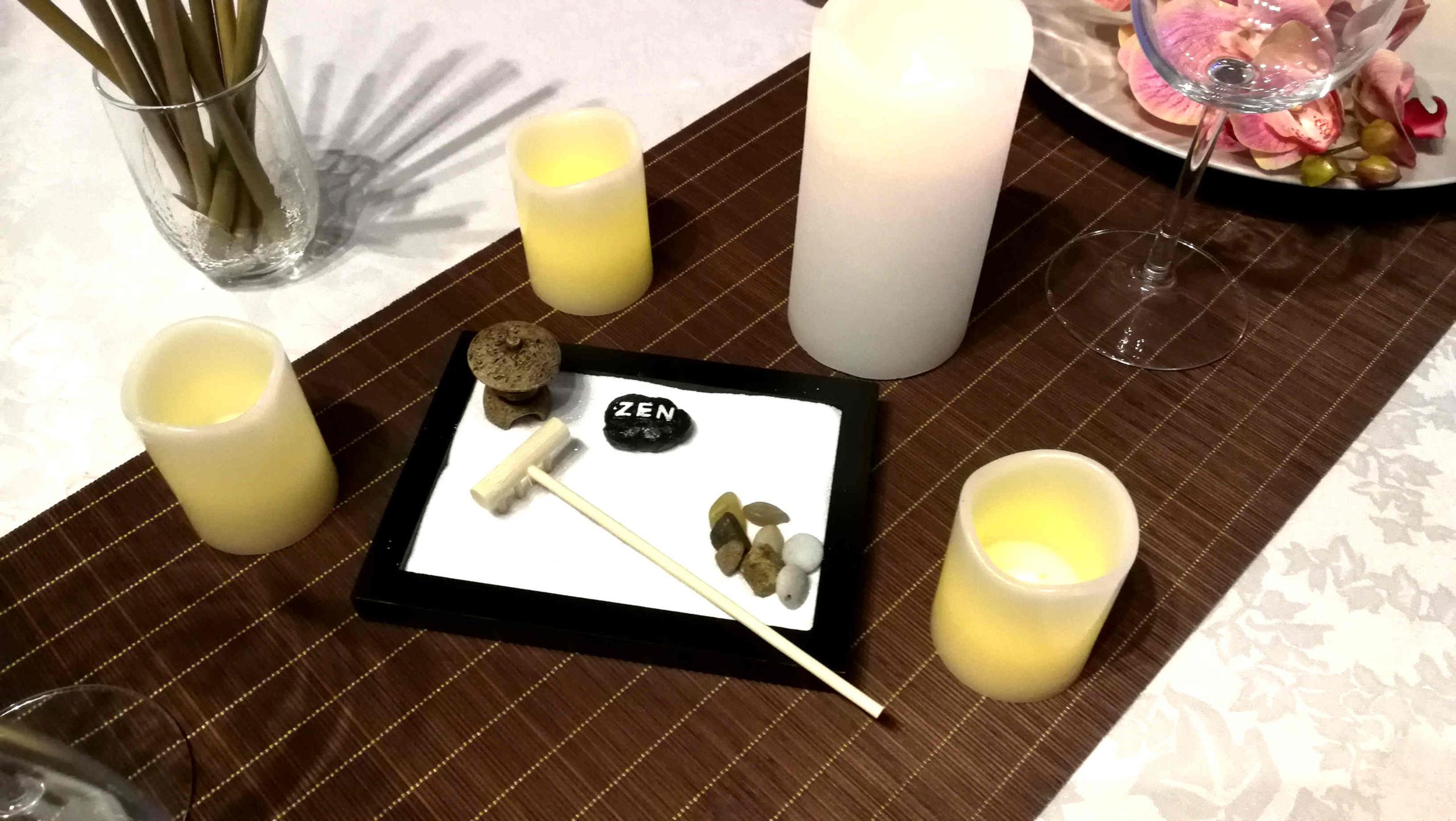 Décoration de table zen avec jardin japonais miniature