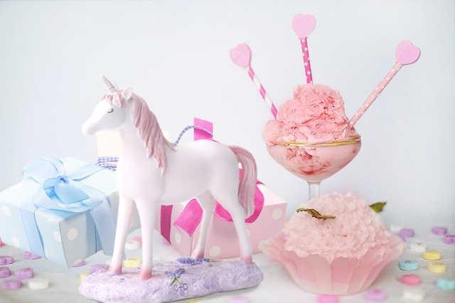 Idée de réalisation pour un anniversaire avec une décoration de table licorne