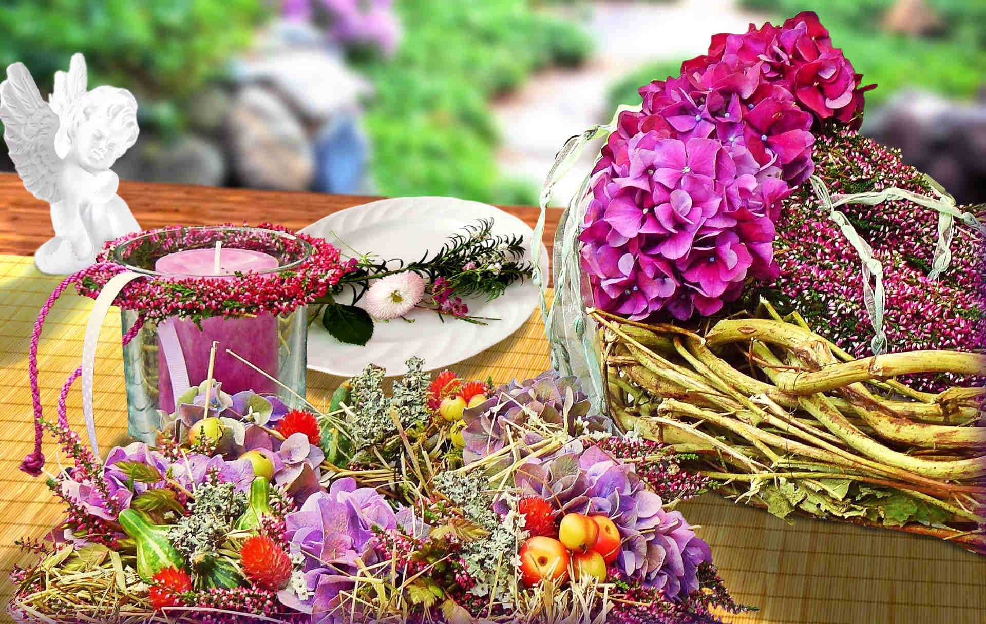 Comment réaliser une décoration de table fleurie avec un chemin de table en bambou naturel