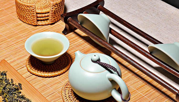 Comment réliser une décoration de table rapide pour prendre le thé avec un chemin de table en bambou traditionnel