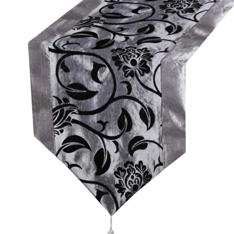 chemin-de-table-motif-arabesque