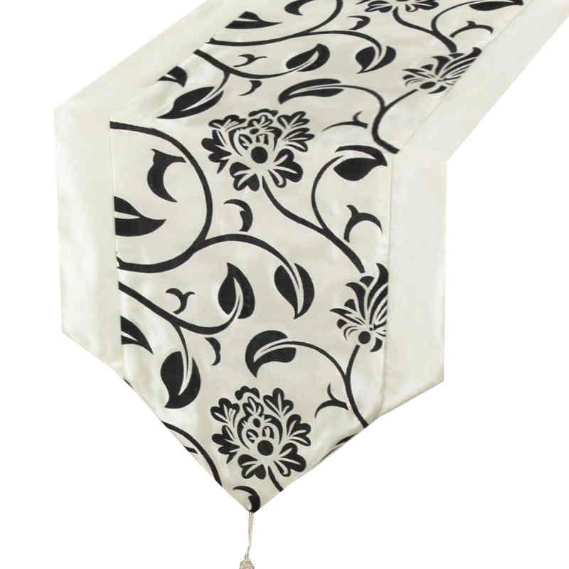 chemin-de-table-arabesque-noir