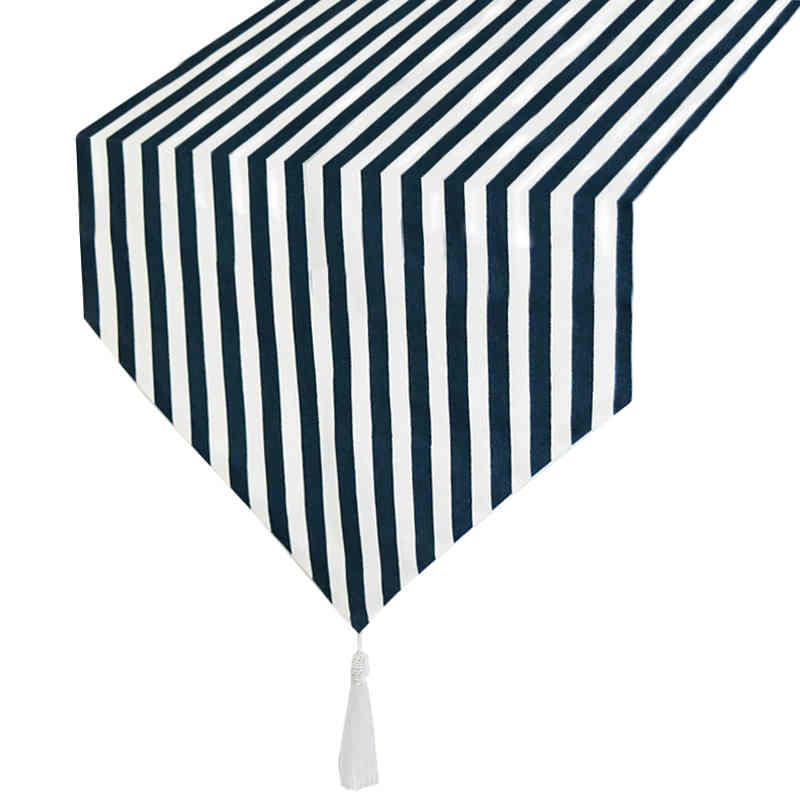 chemin-de-table-raye-bleu-marine-et-blanc