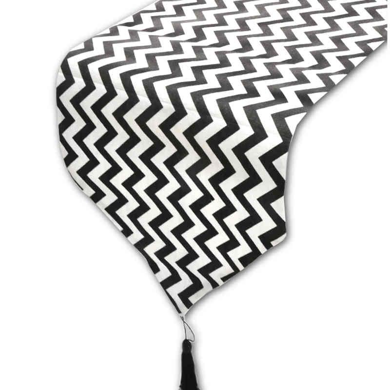 chemin-de-table-noir-et-blanc-zig-zag