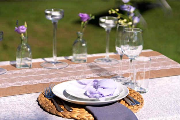 décoration mariage avec chemin de table toile de jute