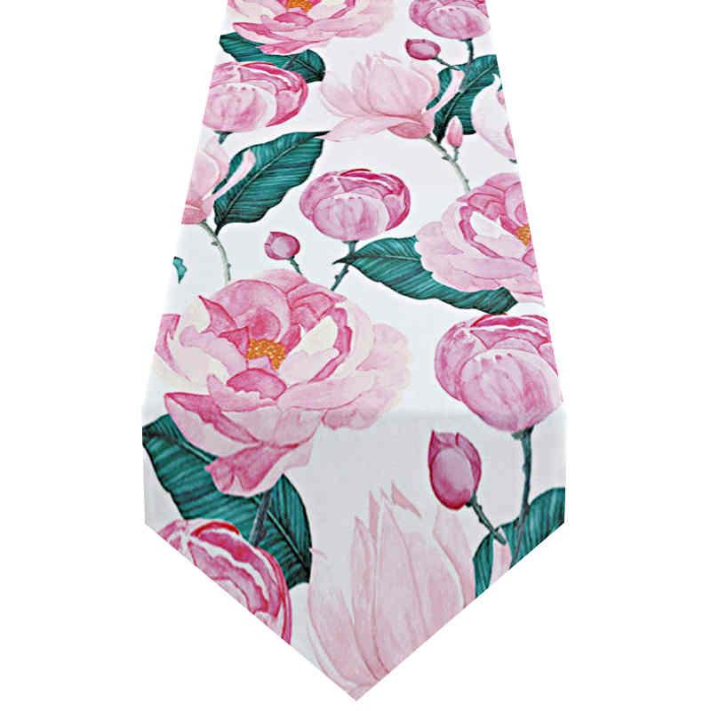 chemin-de-table-avec-des-roses