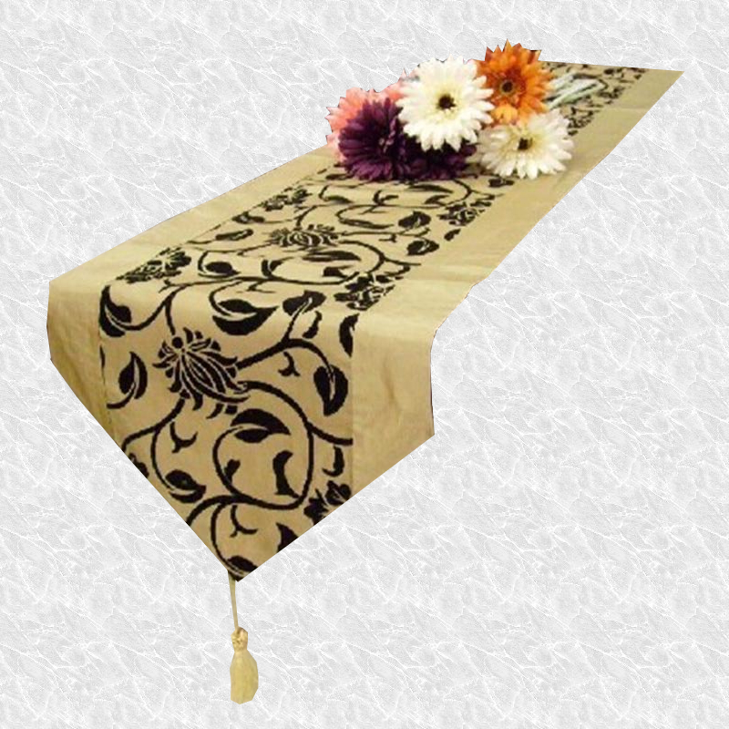 Chemin de table arabesque champagne