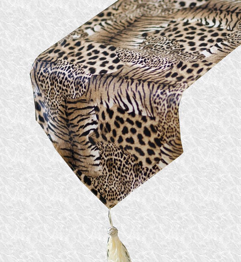 Chemin de table léopard en fourrure