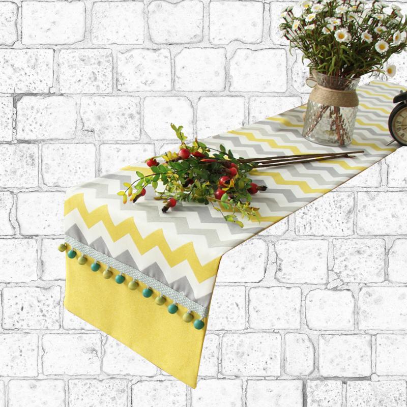 Chemin de table scandinave jaune