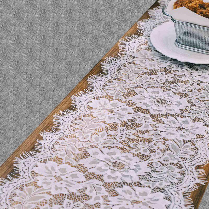 Chemin de table en dentelle blanche