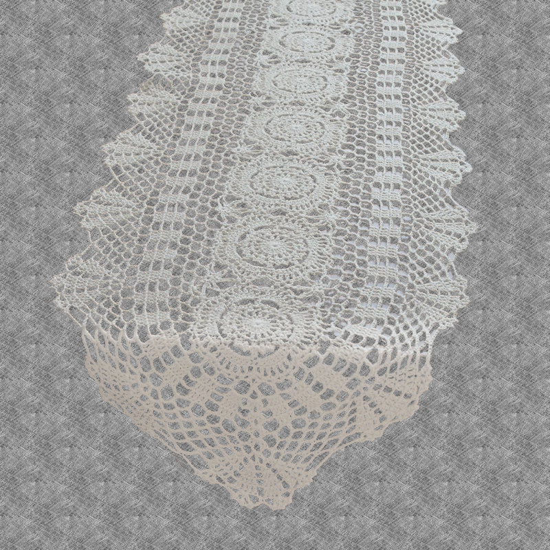 Chemin de table au crochet traditionnel