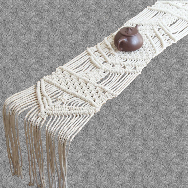 chemin-de-table-macrame-blanc-casse