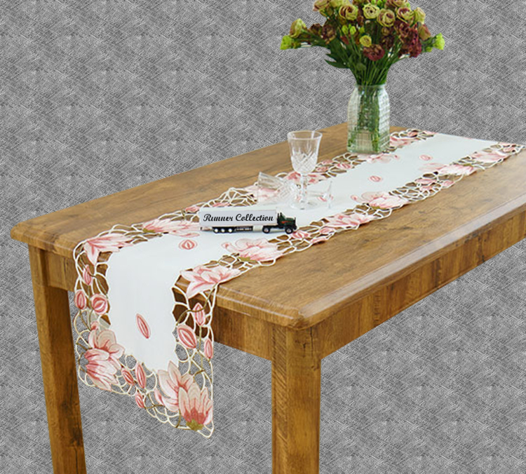 Chemin de table dentelle rose