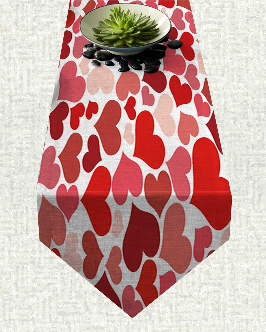 Chemin de table Saint Valentin coeurs rouges