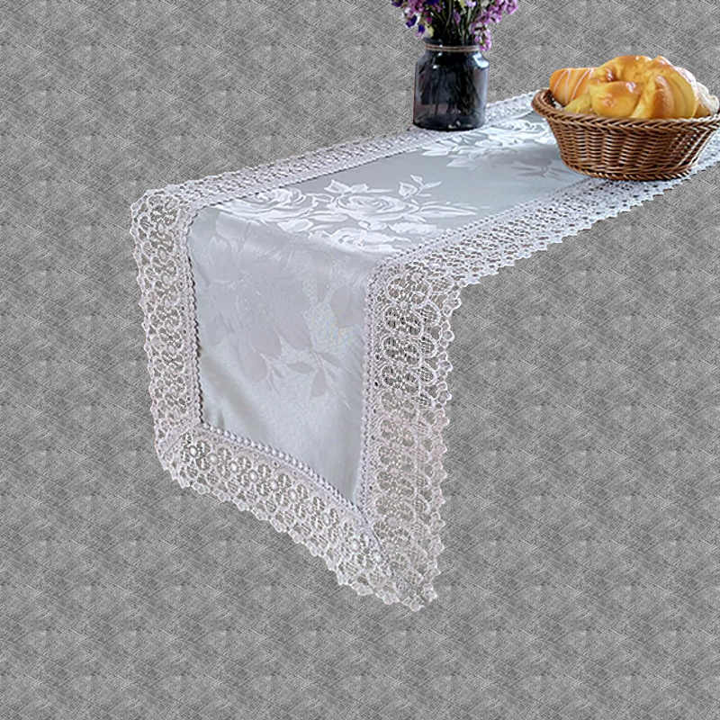 Chemin de table dentelle gris