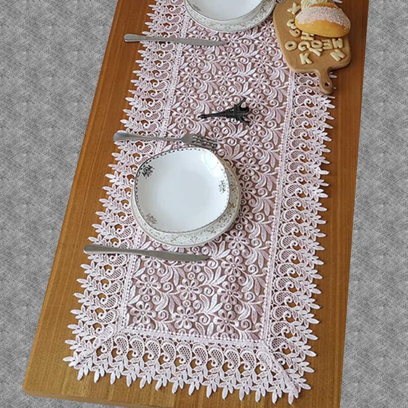 Chemin de table dentelle rose pâle