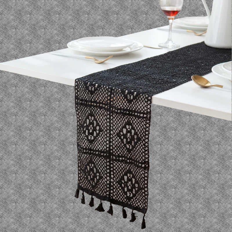 Chemin de table au crochet noir