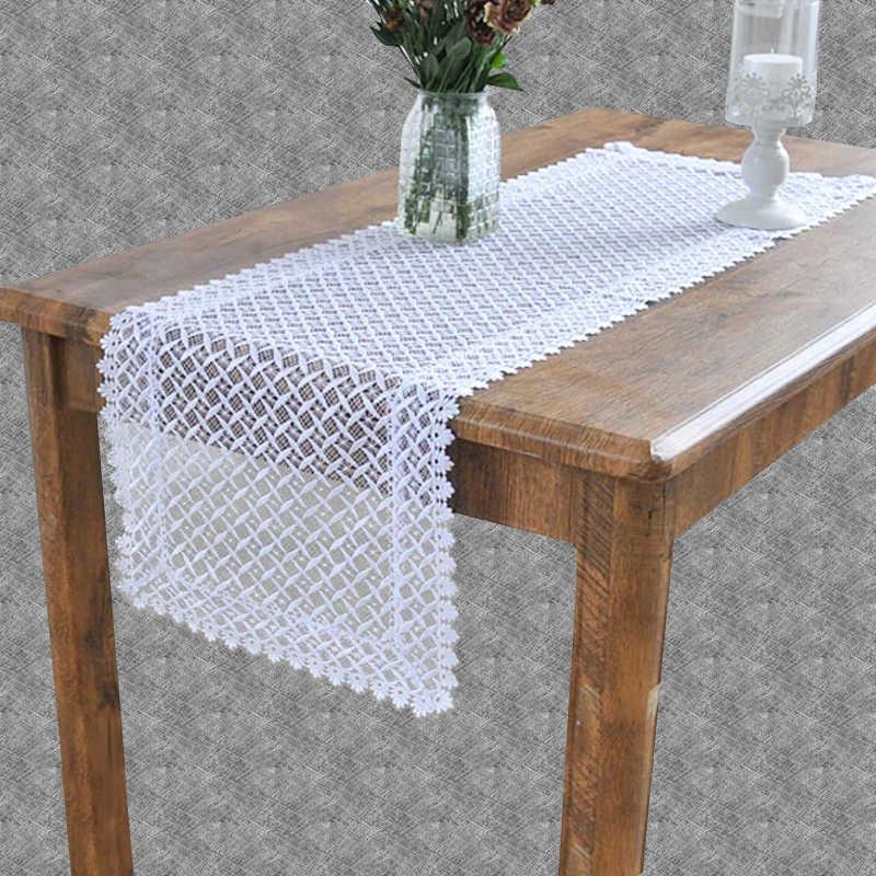 Chemin de table en dentelle blanche moderne