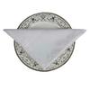 pliage-des-serviettes-de-table-en-tissu-blanche