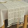chemin-de-table-crochet-a-carreaux-fete