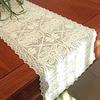 chemin-de-table-au-crochet-avec-des-fleurs-rectangulaire