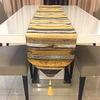 chemin-de-table-raye-or-motifs
