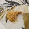 chemin-de-table-feuille-de-palmier-dore-anniversaire-exotique