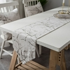 chemin-de-table-nouvel-an-design-marbre-moderne-blanc